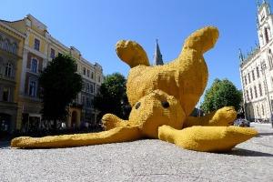 Florentijn-Hofman-Giant-Bunny-Sculptures5
