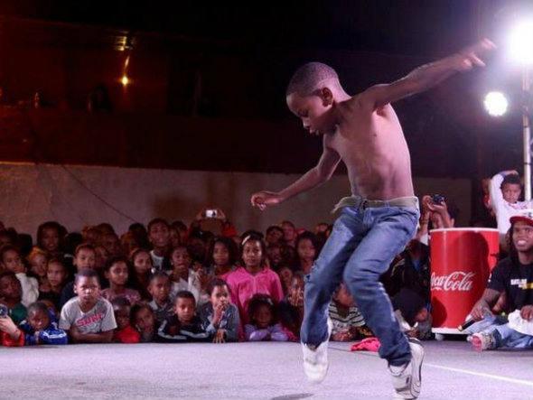 size_590_Coca-Cola_apoia_Batalha_do_Passinho_em_comunidades_cariocas